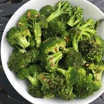 garlicky broccoli salad