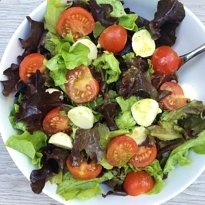 summer greens with cherry tomatoes and mozzarella