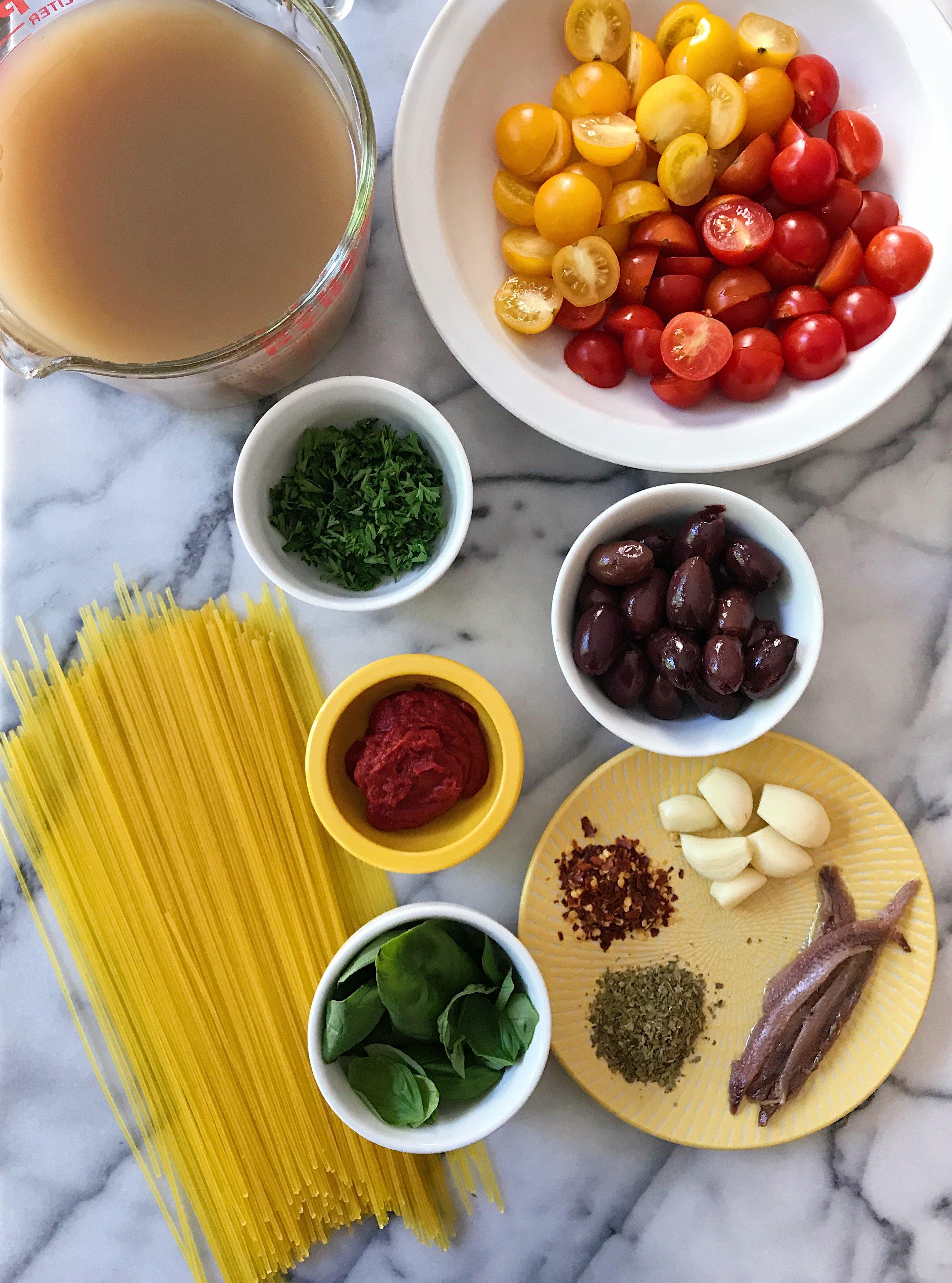 gluten free spaghetti puttanesca #glutenfree #glutenfreerecipes www.heatlhygffamily.com